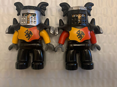 2 Lego Duplo KNIGHT with ARMOR Figure from CASTLE SET #4777 Minifig Rare Vintage