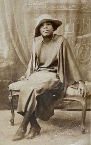 ORIGINAL- BEAUTIFUL AFRICAN AMERICAN LADY REAL PHOTO POSTCARD - c1910