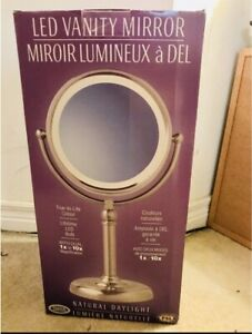 Vanity mirror with light (daylight tone)