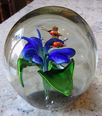 EXQUISITE ART GLASS FLOWER PAPERWEIGHT WITH BEES