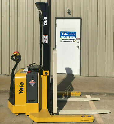 2009 Yale Walkie Stacker - Walk Behind Forklift - Straddle Lift Only 2238 Hours
