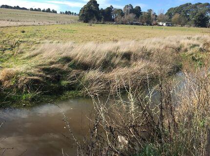 1 acre 10 minutes to Ballarat