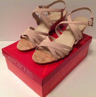 (New In Box Aerosoles mid-heel wedge light pink Suede Sandals- Sz 10M NIB)