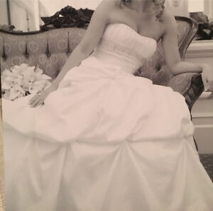 Ballgown Wedding Dress - size 8