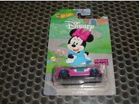 Walt Disney Set 8 Modelle Mickey Mouse Goofy Pluto Donald 1:64 Hot Wheels GBB39