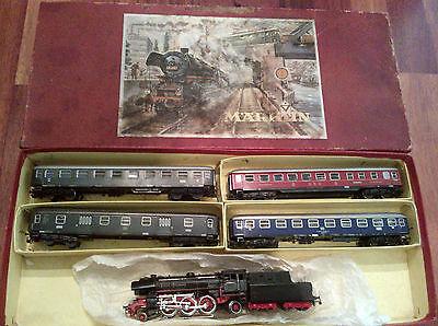 Märklin H0 Zugpackung 3148 mit Dampflok BR 23014 und 4 Schnellzugwagen Epoche 3