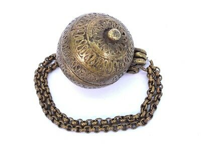 Indian Vintage Great collectible tobacco/lime paste box hanging chain. i22-33 UK