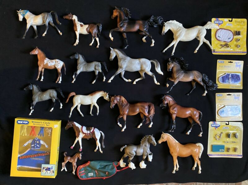 HUGE Breyer Lot Of 16 Collectible Horses + Acesories New