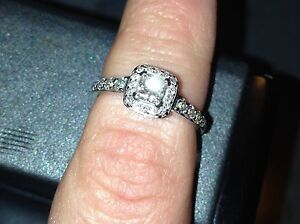 18 it. White gold Diamond Engagement Ring