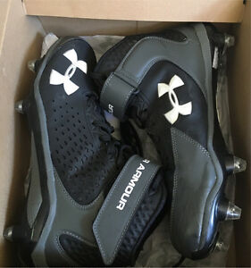 Size 9 Underarmour Football cleats