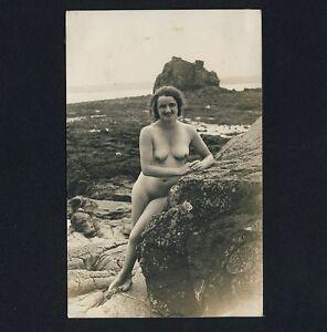 nude mature woman reclining nackte reife frau liegend vine photo