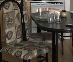 Table et 4 chaises métal noire