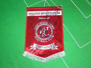 Fleetwood-Town-FC-Pennant-Signed-x-18-2012-2013-First-Team-Players