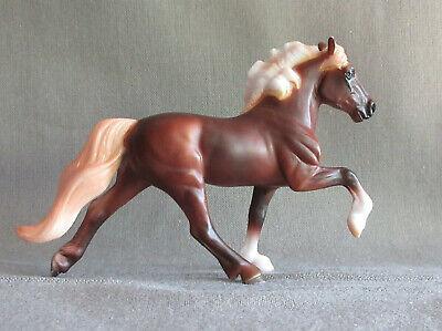 Breyer Stablemates # 5884 Icelandic Horse Dark Chestnut Mystery Foal Surprise