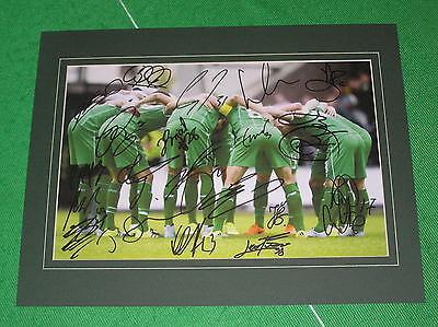 Glasgow Celtic 2015/16 Squad Signed 'Huddle' Photograph - 20 Autographs!