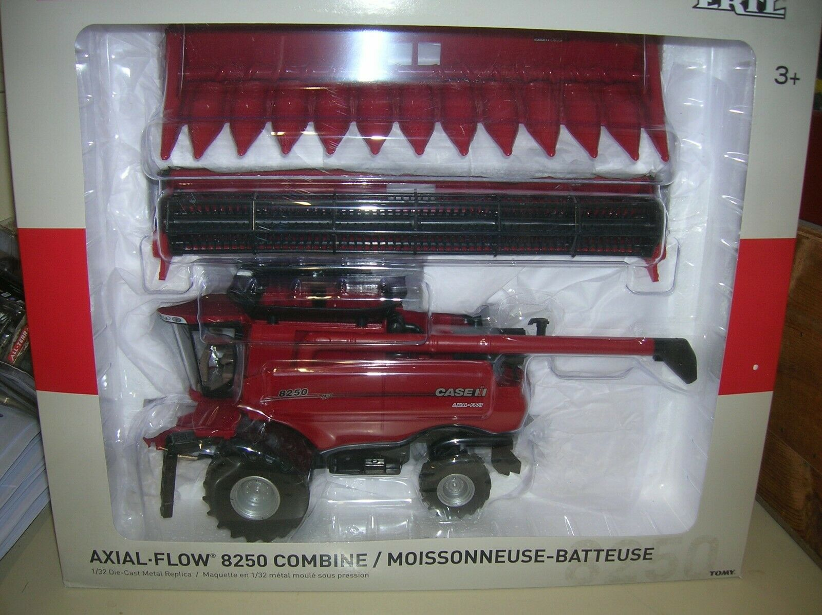 ERTL Tomy Case IH Axial Flow 8250 Combine 1:32 Scale 44167 New in Box