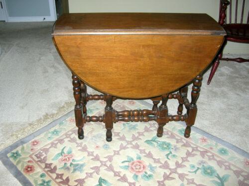 ANTIQUE 8 LEG GATELEG TABLE