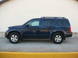 2010 Nissan Pathfinder 7 PASSENGER 4X4 SUV IN GREAT SHAPE