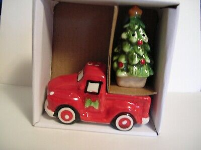 Red Truck With Tree Christmas Salt And Pepper Shakers Table Set