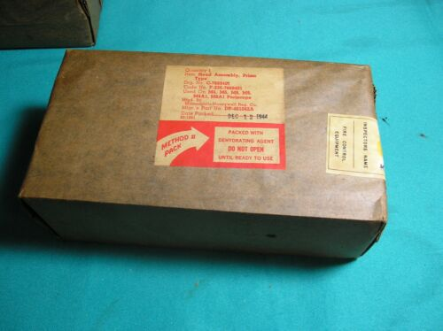 WWII US MILITARY PERISCOPE PRISM TYPE M4-M9 TANK - STILL SEALED 1944