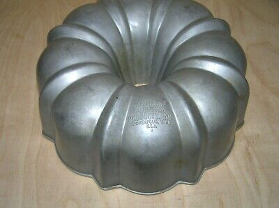 Vintage Original Cast Aluminum Bundt Brand Fluted Tube Cake Pan  ()