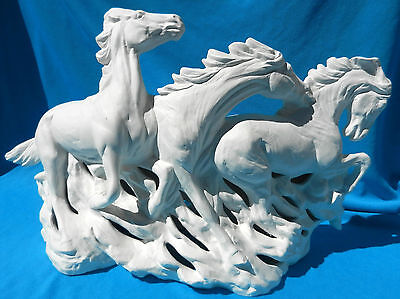 3 WILD MUSTANGS REVERSED LIGHT         CERAMIC BISQUE HORSE U-PAINT