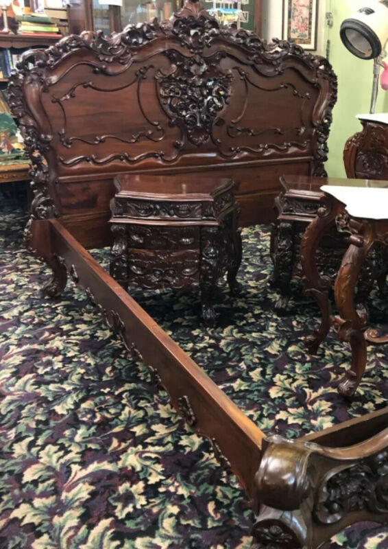 Gorgeous Highly Carved 5 Piece Queen Bedroom Set w/ Vanity, Dresser, Side Tables