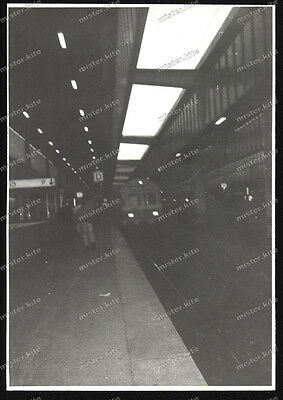 Foto-Stuttgart-Hauptbahnhof-Bahnhsteig-Eisenbahn-Zug-Bahnhof-