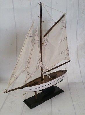 Sea Club Segelboot,Holz, Einmaster Gaffelsegler,Neu & OVP,Rumpf Schwarz