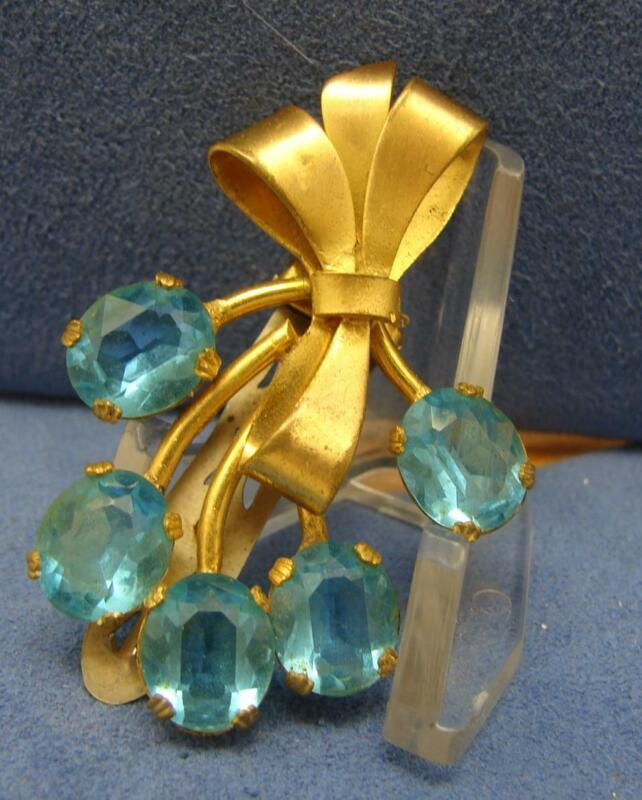 Vintage Gold Tone Bow Wrapped Teal Blue Open Back Rhinestone Bouquet Fur Clip