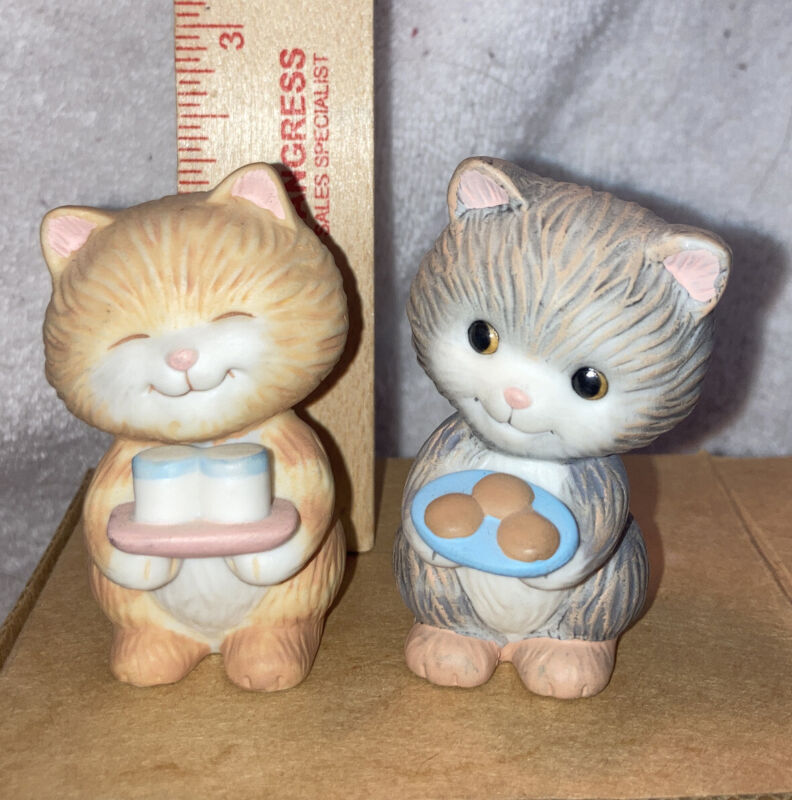 Set of 2-Ceramic Avon Kitty Figurines Holding a Plate of Cookies & Milk 1992 New