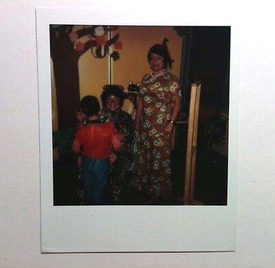 VINTAGE 70S FOUND POLAROID PHOTO HISPANIC PARENTS & CHILD ON HALLOWEEN NIGHT