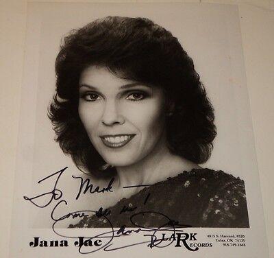 JANA JAE / COUNTRY FIDDLE PLAYER /  8 X 10  B&W  AUTOGRAPHED  PHOTO