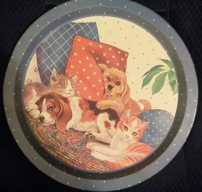 BLUE & WHITE DECORATIVE DOG AND CAT PLATE