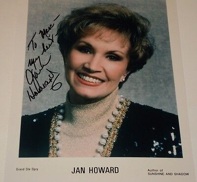 JAN HOWARD / COUNTRY SINGER /   8 X 10  COLOR  AUTOGRAPHED  PHOTO