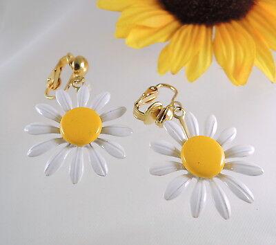 Vtg White & Yellow Daisy Flower EARRINGS Clip On Back Gold Tone Enamel Dangle