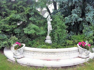 Gartenfigur + halbrunder Beckenumrandung Krugfrau Steinfigur Griechische Göttin
