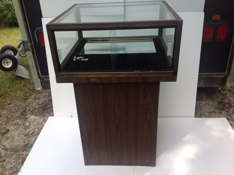 Pedestal Jewelry Collectible Coin Showcase Lockable