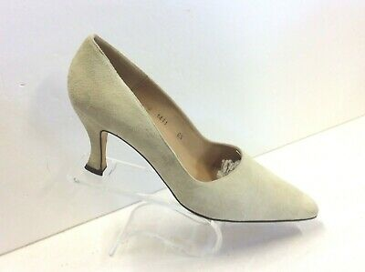 Annie Lago Ivory Suede Pump Dress Slip On Heels Shoes Size 8.5 B  Made Spain ()