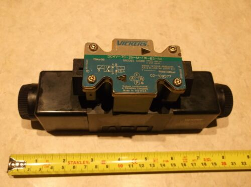 Vickers DG4V-3S-2N-M-FW-B5-60 Hydraulic Directional Control Solenoid Valve
