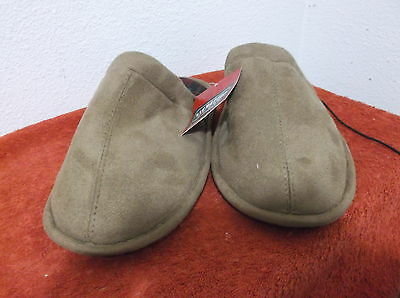 BRAND NEW MEN'S SIGNATURE by LEVI HOUSE SLIPPERS in a SUEDE-LIKE FINISH in TAN ()