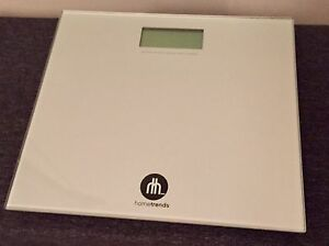 HOMETRENDS GLASS SCALE