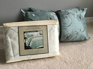 New Duvet Cover Set with Decorative Pillows -$70