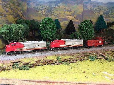 N Scale Santa Fe Powered Locomotive Pair And Caboose Lot #3