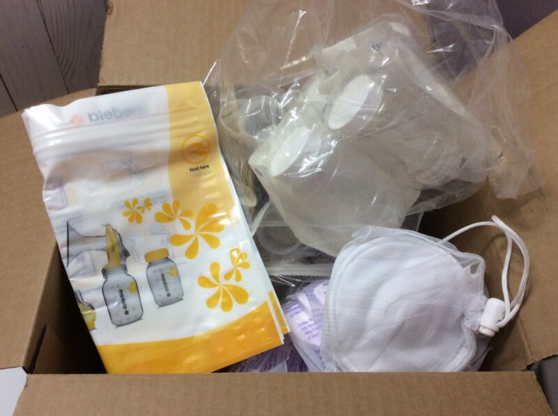 Lot Of Nursing Pads, Breast Milk Storage Bottles, And Bottle Bags