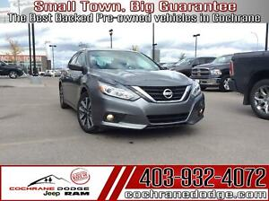 2017 Nissan Altima 2.5 SV with Roof! Nicely Loaded!