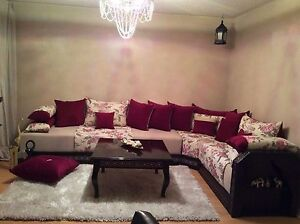Beautiful Sofa set with table for Sale