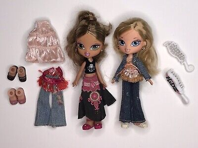 Bratz Kidz Dolls - 1 Blonde and 1 Brunette 2 Mix and Match Outfits and 4 Shoes