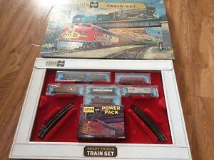 Vintage Atlas N Gauge Train Set Ready to Run Engine 102