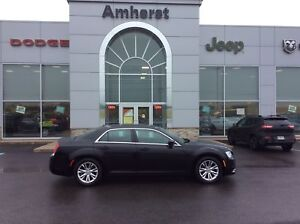 2017 Chrysler 300 TOURING - FULL LEATHER, PANORAMIC SUNROOF